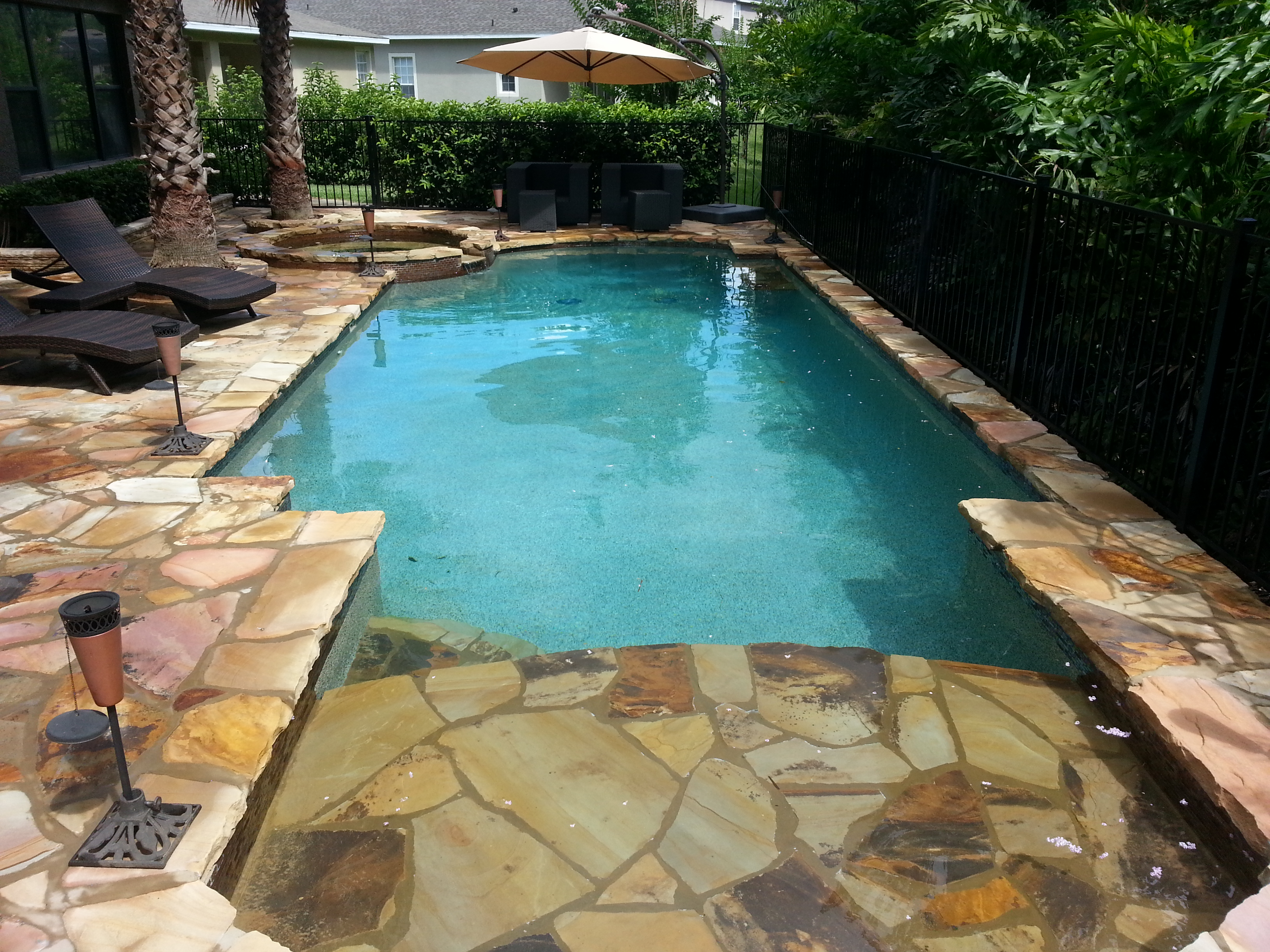 Small pools for small backyards it is possible to build a for Pictures of small pools