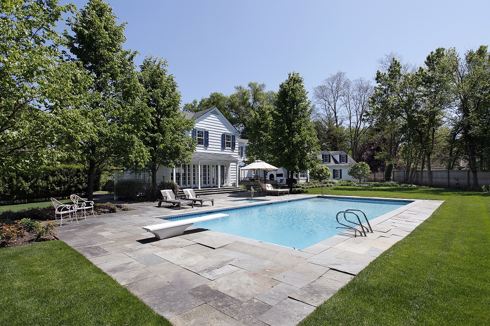 Mistakes to avoid when installing swimming pool pavers for Pool design mistakes