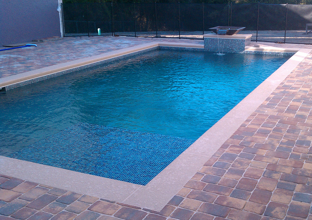 Swimming pools with water feature design ideas - Concrete swimming pools vs fiberglass ...